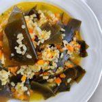 arroz con alga kombu